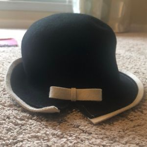 """Nordstrom"" Black and Ivory Side Bow Hat"